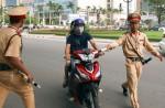 Tạm đình chỉ 3 cảnh sát giao thông Hà Nội nghi hành hung phóng viên