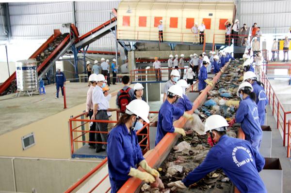 so sánh cách sử lý các chất thải rắn, chai lọ đồ thủy tinh của Nhật và ở Việt Nam,