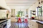 Phòng bếp xinh đẹp với tường gạch trắng