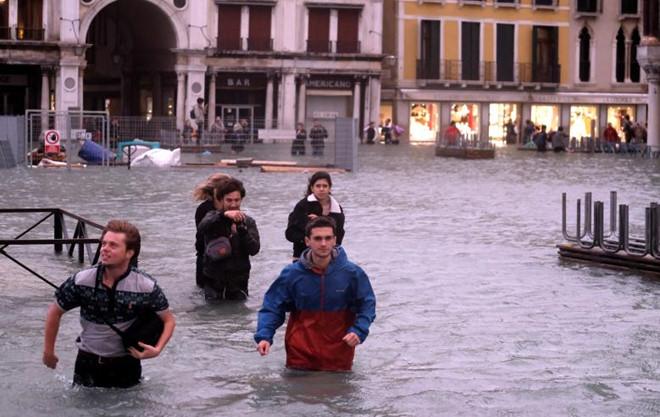 Venice ngập úng bất thường, nghiêm trọng nhất thập kỷ