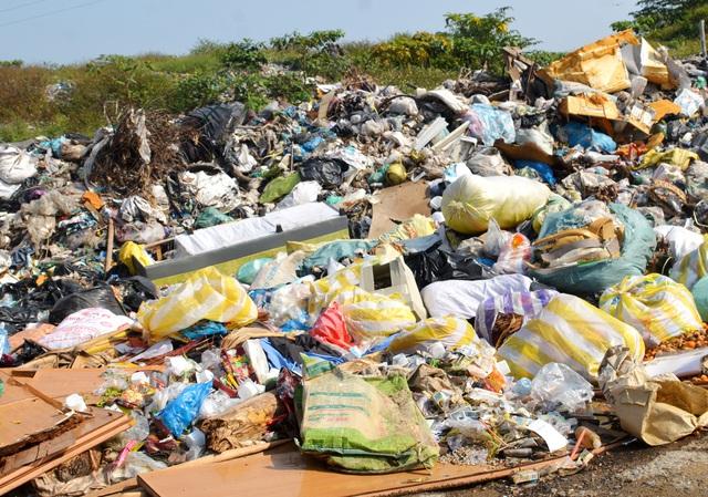 """Hội An: """"Đau đầu"""" tìm giải pháp xử lý hàng trăm ngàn tấn rác thải"""