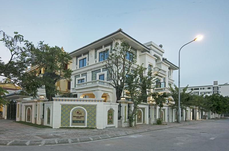 Hiện nhà gốm Quang Minh là một trong những điểm tham quan du lịch làng nghề tại Bát     Tràng, Gia Lâm, Hà Nội.