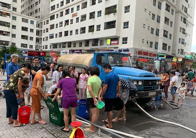 Chủ tịch Hà Nội yêu cầu thau rửa bể nước chung cư xong trong ngày 20/10