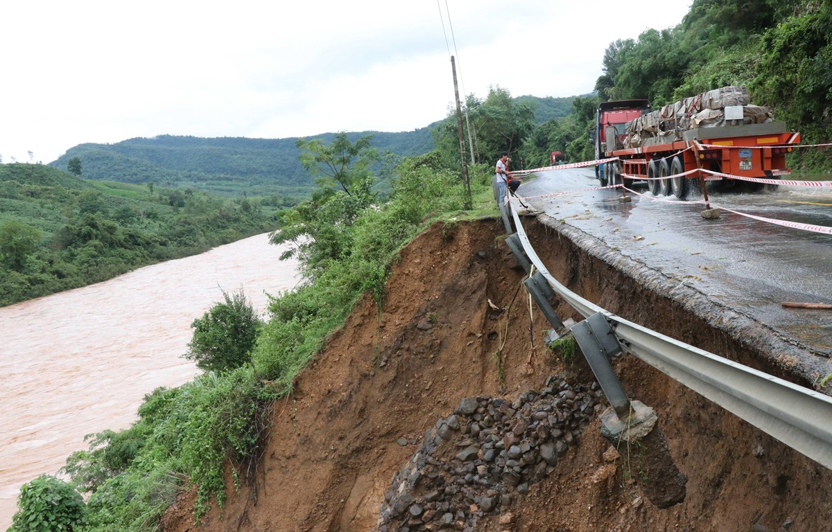 Nam Trung Bộ mưa to, cảnh báo lũ quét và sạt lở đất ở Quảng Ngãi