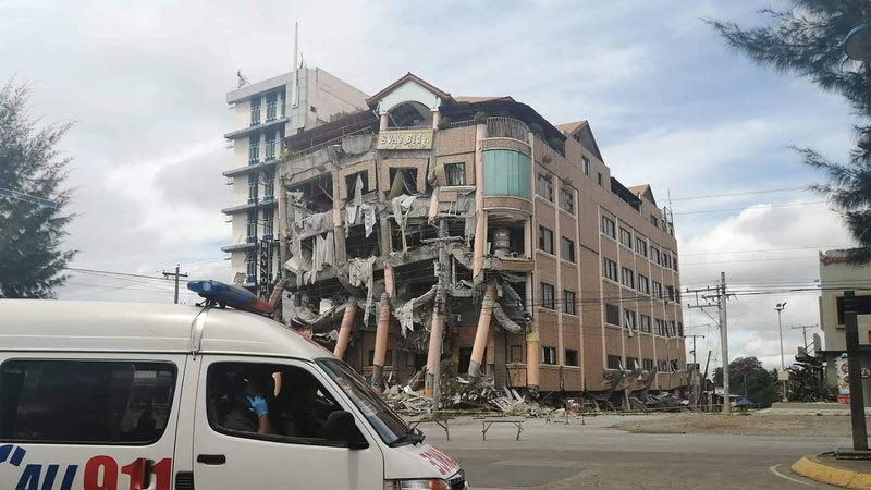 Động đất tấn công Philippines, nhà cửa nát tan