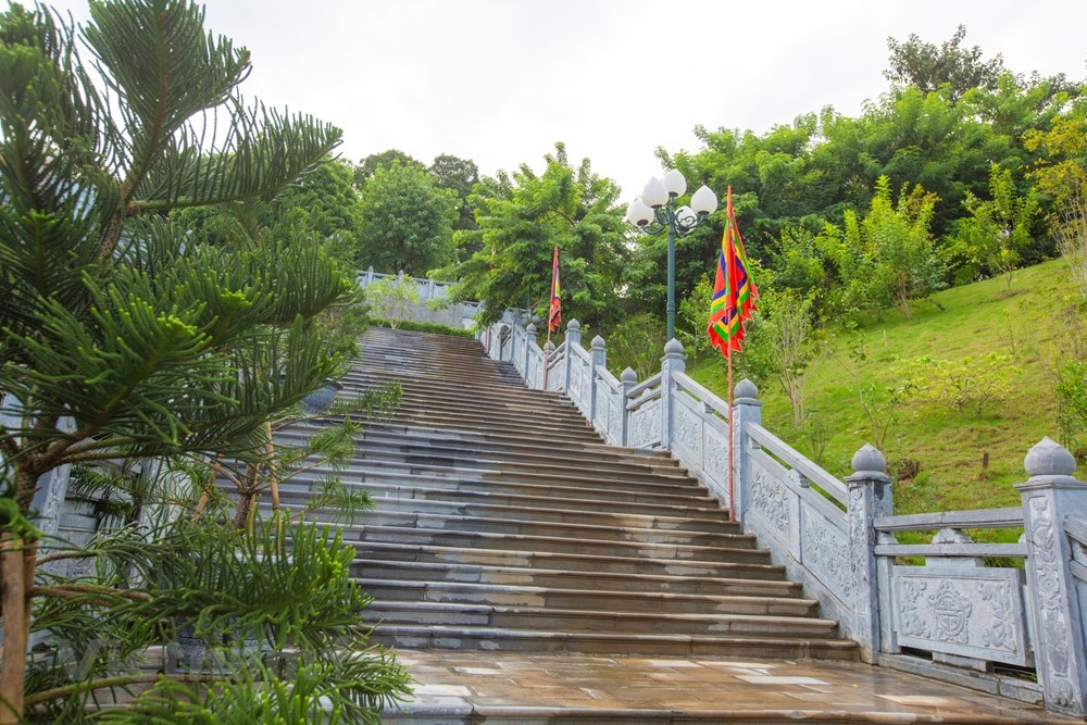 kham pha ngoi den toa son huong hai noi tieng vung dong bac