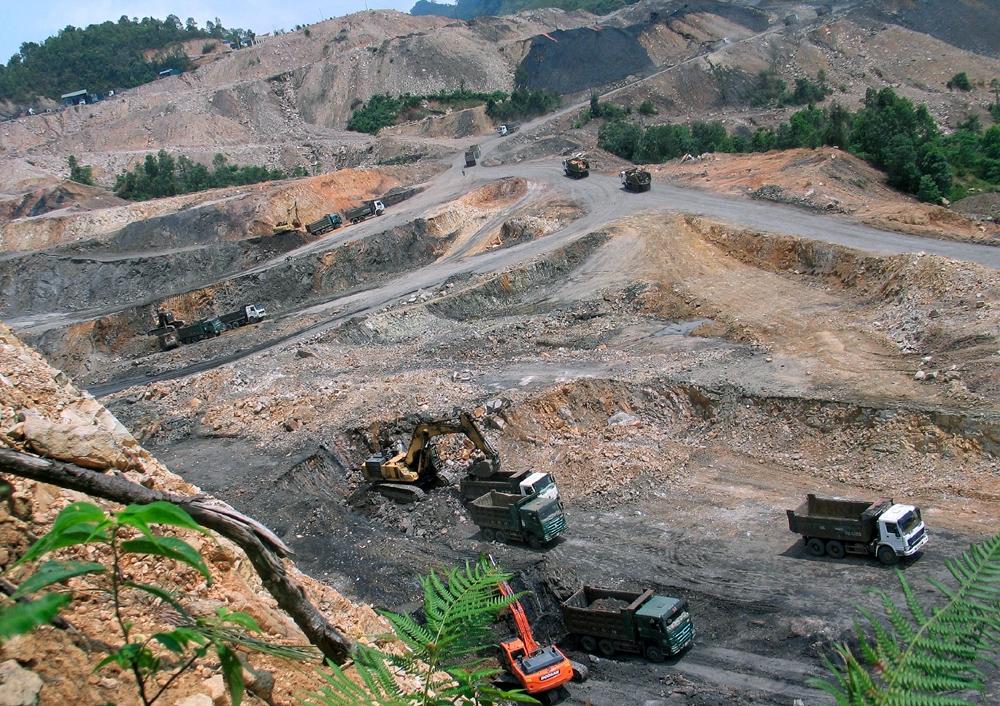 """Vân Hồ (Sơn La): Khai thác than trái phép, Công ty Cổ phần Khoáng sản Sơn La đang """"băm nát"""" núi rừng?"""