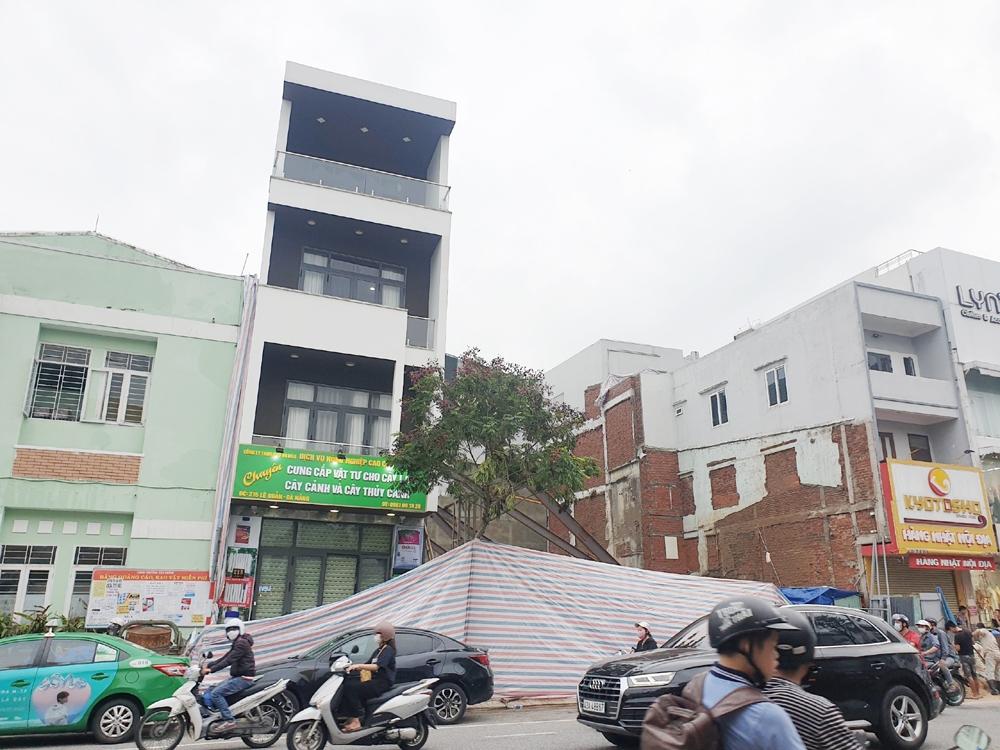 Đà Nẵng: Thi công công trình làm nghiêng nhà 4 tầng bên cạnh