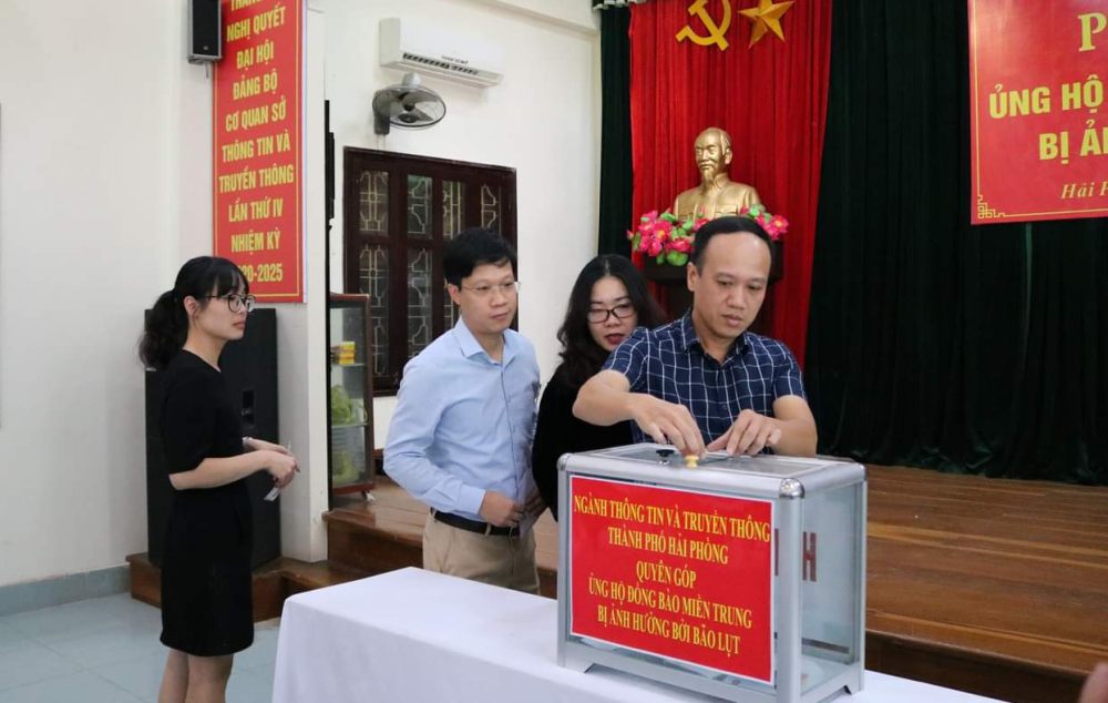 Hải Phòng: Ngành Thông tin và Truyền thông ủng hộ đồng bào miền Trung bị thiệt hại do mưa lũ
