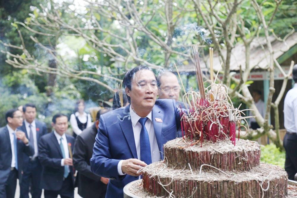 Phú Thọ: Đoàn đại biểu dự Đại hội Đảng bộ tỉnh lần thứ XIX dâng hương tưởng niệm các Vua Hùng