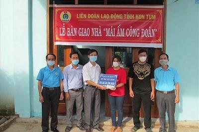 Công đoàn Kon Tum trao 2 Mái ấm Công đoàn cho đoàn viên khó khăn