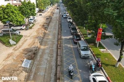 Gấp rút thi công xén vỉa hè, mở rộng đường thường xuyên ùn tắc ở Hà Nội