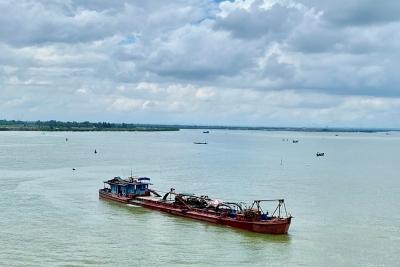 Quảng Trị: Bao giờ hoàn thành nạo vét khu neo đậu tàu, thuyền bến cá Cửa Việt?