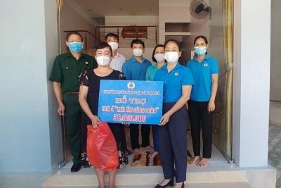 LĐLĐ tỉnh Điện Biên: Trao Mái ấm công đoàn cho đoàn viên khó khăn