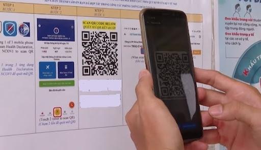 Hà Nội: Người dân dần quen với quét mã QR