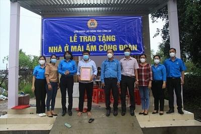 Quỹ Tấm Lòng Vàng Chi nhánh Long An trao Mái ấm Công đoàn
