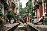 Cuộc sống hàng ngày của người dân bên đường tàu Hà Nội