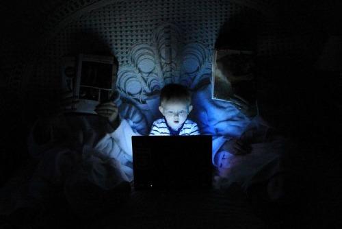 Ánh sáng xanh của điện thoại gây rối loạn giấc ngủ