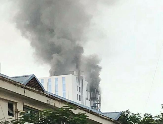 Hà Nội: Khói bốc ngùn ngụt tại tòa nhà Trung tâm Lưu ký Chứng khoán
