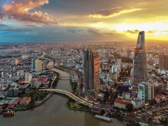 Top 2 tốt nhất thế giới, đến Việt Nam làm việc và cưới nhau