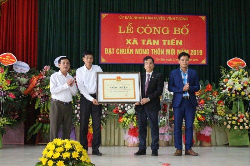 Vĩnh Tường (Vĩnh Phúc): Xã Tân Tiến đón bằng công nhận đạt chuẩn Nông thôn mới