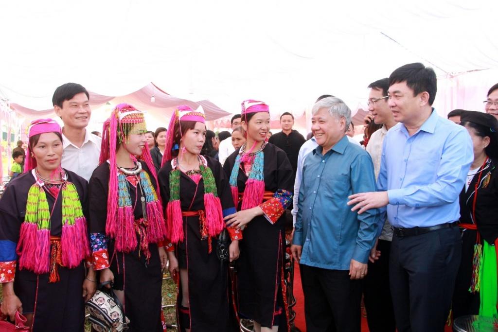 Bộ trưởng, Chủ nhiệm Uỷ ban Dân tộc dự Ngày hội Đại đoàn kết toàn dân tộc Quảng Ninh