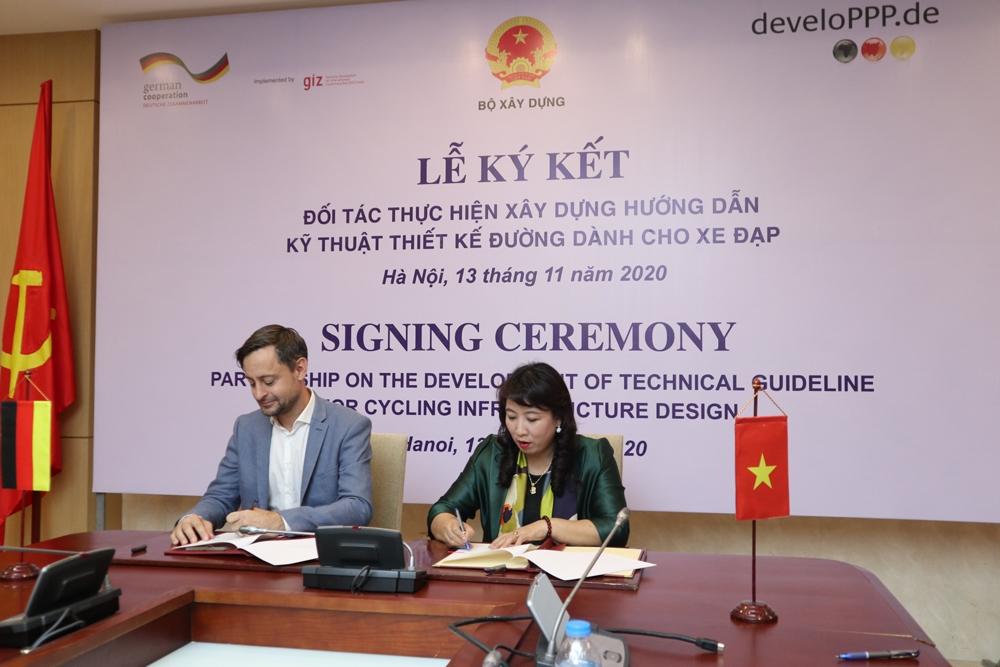 Ký kết đối tác thực hiện xây dựng Hướng dẫn kỹ thuật thiết kế đường dành cho xe đạp