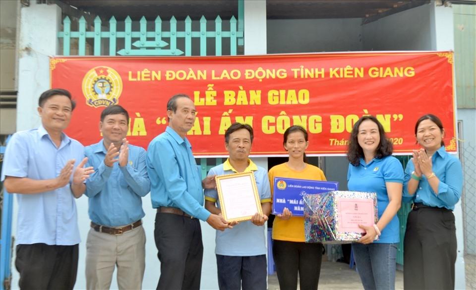 Kiên Giang: Bàn giao 3 Mái ấm Công đoàn cho đoàn viên khó khăn nhà ở