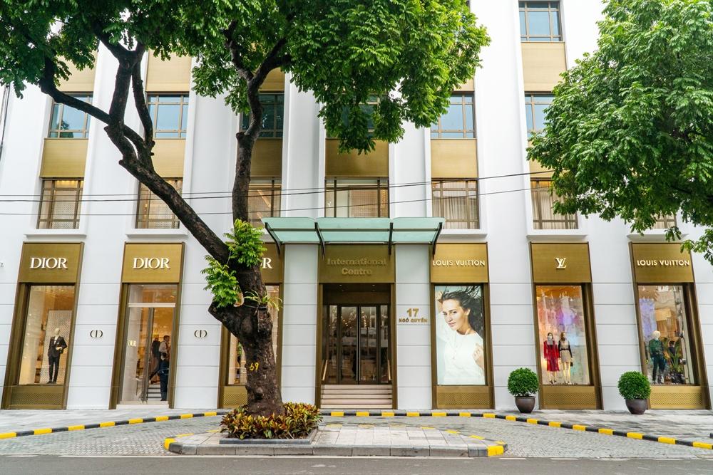 Hai hãng hàng hiệu xa xỉ Louis Vuitton và Christian Dior chính thức tham gia thị trường bán lẻ Hà Nội
