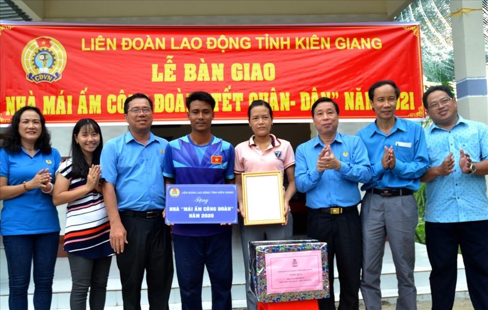 Kiên Giang: Bàn giao Mái ấm Công đoàn cho giáo viên Ngày Nhà giáo Việt Nam