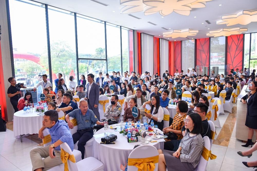 Lễ mở bán dự án Rose Town thu hút hàng trăm khách hàng