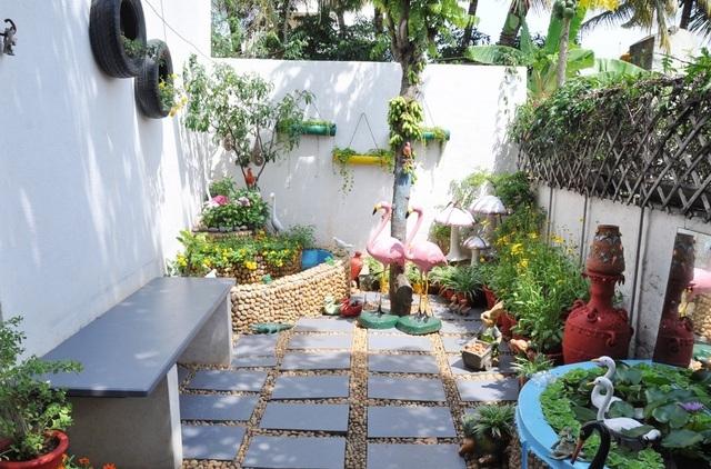 Tận dụng giày cũ, chai nhựa trồng cây người phụ nữ có khu vườn tuyệt đẹp