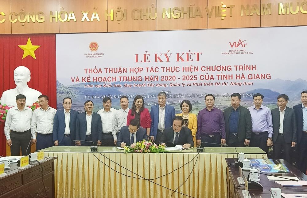 Bộ Xây dựng và Hà Giang ký kết hợp tác trong lĩnh vực quy hoạch phát triển nông thôn và đô thị