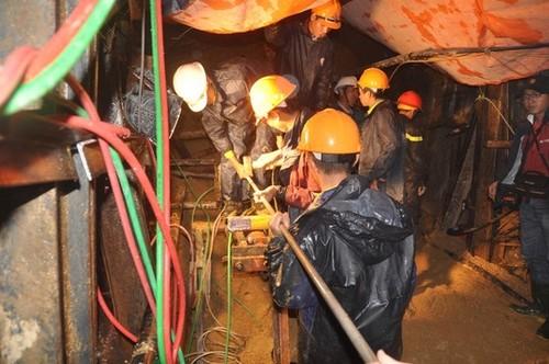 Mũi khoan sau hầm thủy điện đã đến chỗ nạn nhân