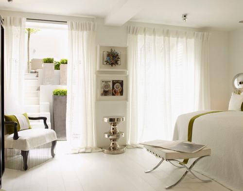 103226baoxaydung image004 Cùng nhìn qua những mẫu ghế trắng trang nhã cho phòng ngủ