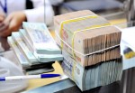 Có được chi thu nhập tăng thêm cho nhân viên hợp đồng?