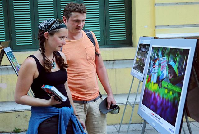 Triển lãm hơn 50 bức ảnh về ứng xử của Người Hà Nội