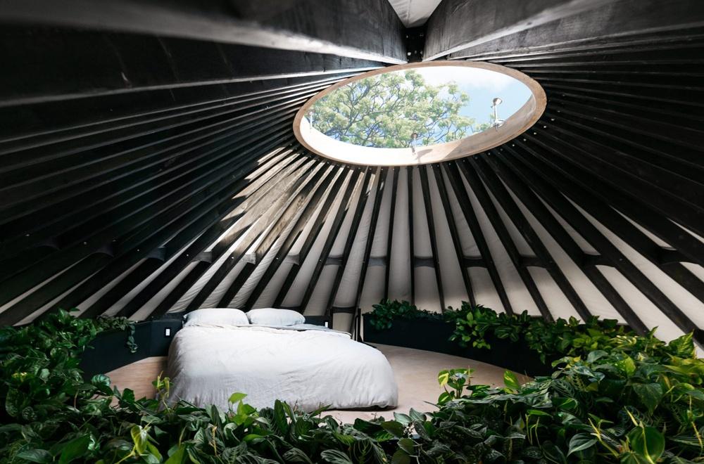 Sống trong lều hiện đại trên đảo vắng