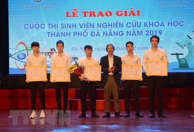 Đà Nẵng trao giải cho đề tài 'Thiết kế thủy bộ thu gom rác bãi biển'
