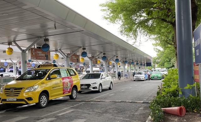 tang them lan xe cho taxi don khach o san bay tan son nhat