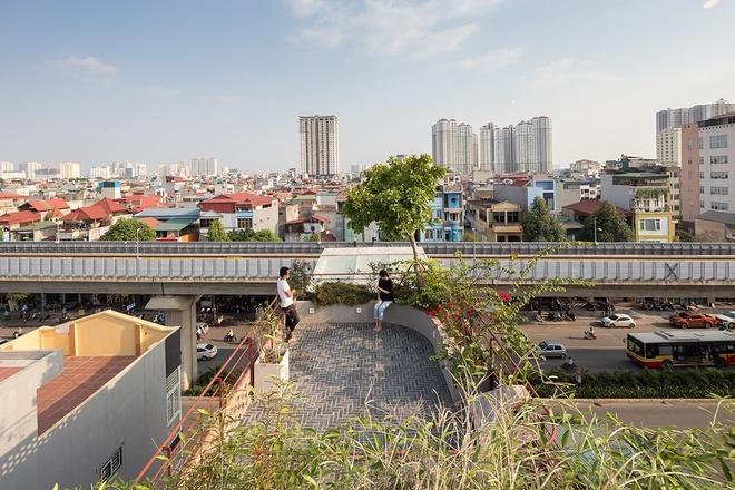 Ngôi nhà với thiết kế 2 lớp mặt tiền chống khói bụi ở Hà Nội
