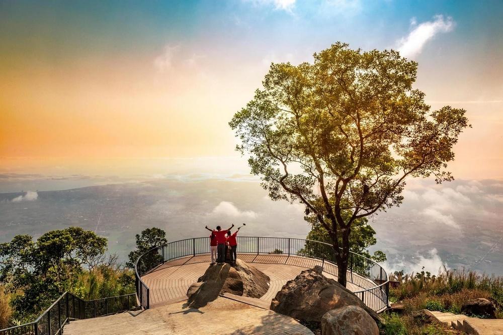 """Tết này nên """"lạc trôi"""" ở Phú Quốc hay """"lên đỉnh"""" ở Tây Ninh?"""