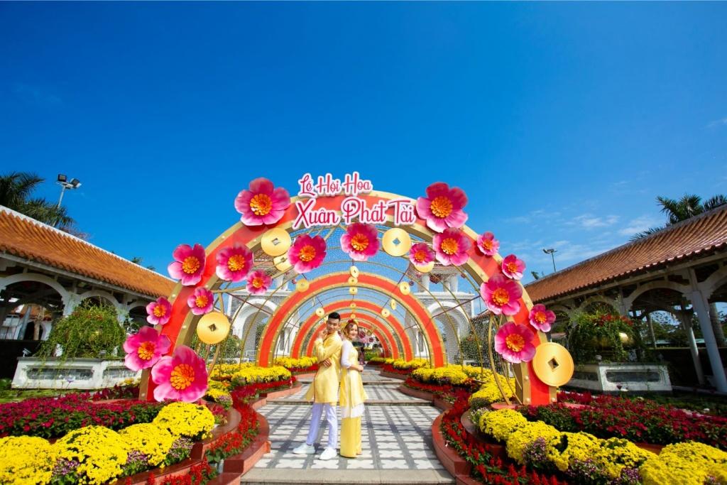 Cận cảnh lễ hội hoa xuân lớn nhất miền Trung
