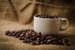 Kiểm soát những cơn thèm thuốc khi uống trà hay cà phê