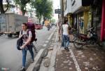 Vỉa hè 'có như không' trên những tuyến phố Hà Nội