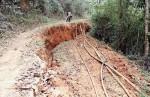 Kỳ Sơn (Nghệ An): Xuất hiện đường nứt lớn kéo dài hơn 1km