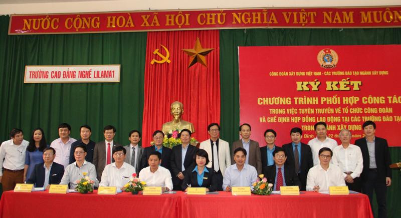 Ký kết Chương trình phối hợp tuyên truyền về tổ chức công đoàn và chế định hợp đồng lao động