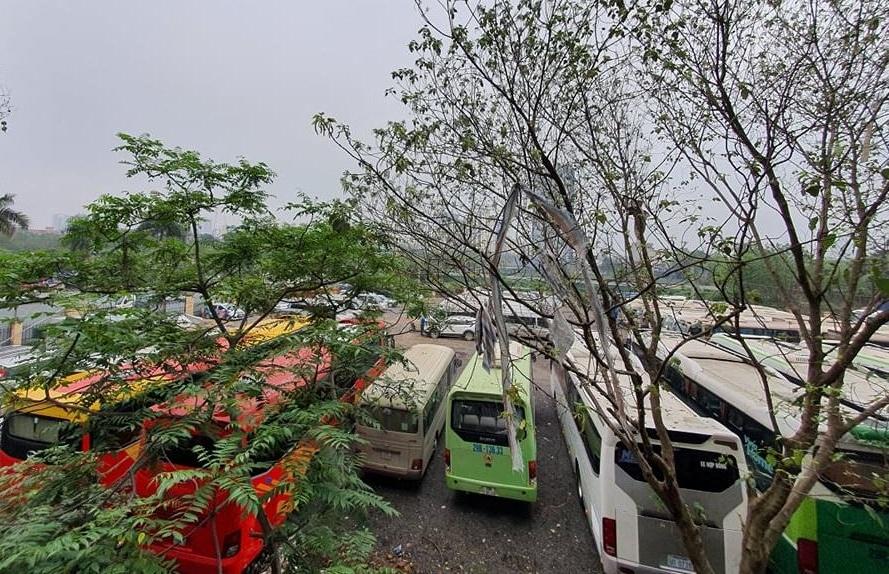 """Hoàng Mai (Hà Nội): Cần xử lý dứt điểm bãi xe """"khủng"""" hoạt động không phép tại phường Hoàng Văn Thụ"""