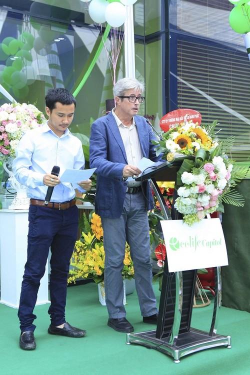 Đại diện công ty NBK Archi - đơn vị thiết kế dự án EcoLife Capitol: Kiến trúc sư Francois Barberot và ông Phan Thanh Phúc – Chủ nhiệm đề án.