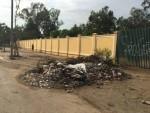 Hà Nội: Phế thải xây dựng tràn lan trên đường Nguyễn Xiển